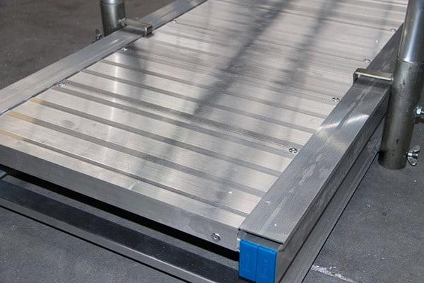 Pasarela de aluminio desmontada
